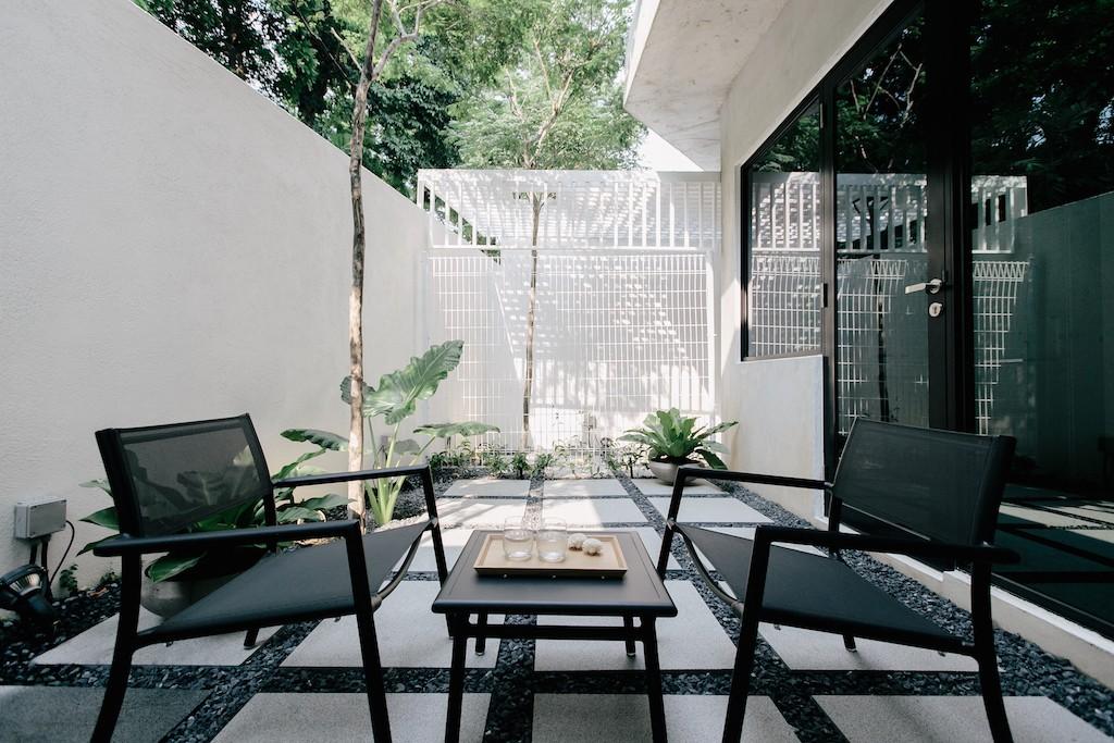LLOYD'S INN SINGAPORE - BIG GARDEN 03