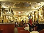 ฉันนั่งจิบน้ำชาในห้องกระจกของพระราชวังแวร์ซายแห่งกรุงลอนดอน – Hotel Café Royal