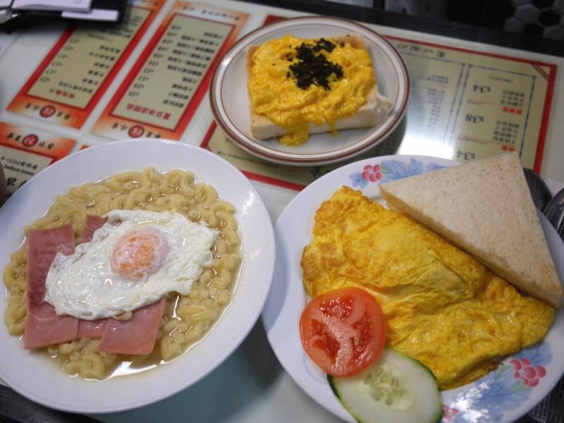 อะไรอร่อย? ที่ Capital Cafe ร้านอาหารเช้าชื่อก้องของฮ่องกง