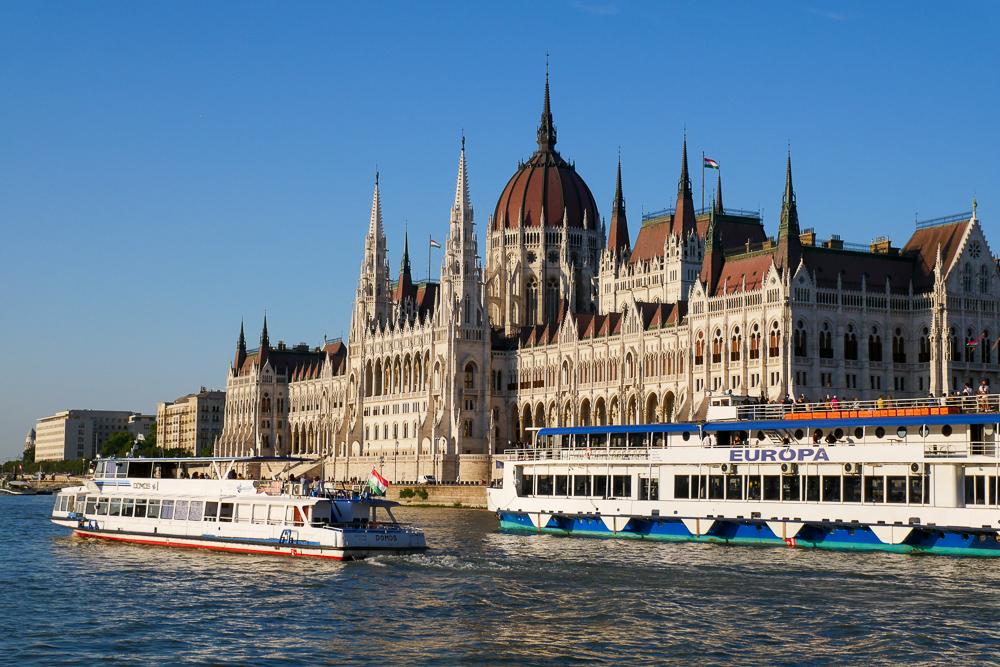 ทริปหอยทาก ออสเตรีย ฮังการี เช็ค : วันที่ 2 ปะหน้ากับรถตู้คันเก่งคาราวานมุ่งหน้าสู่ Budapest